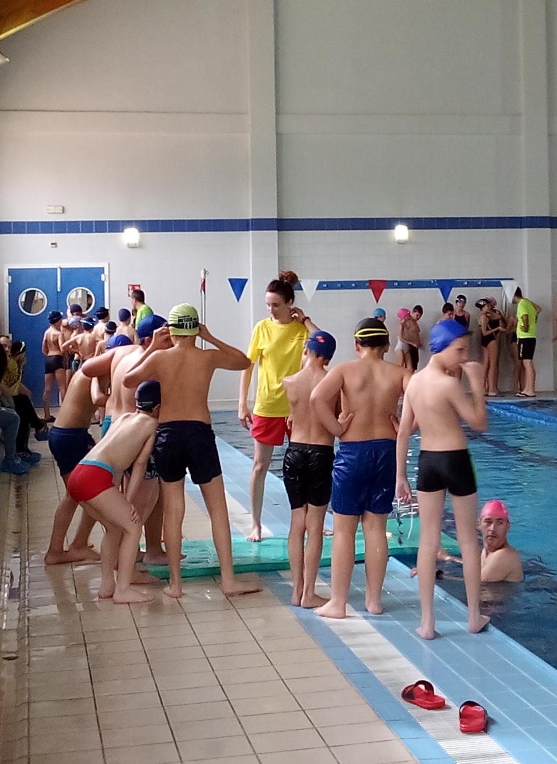 Recibiendo la clase de natación